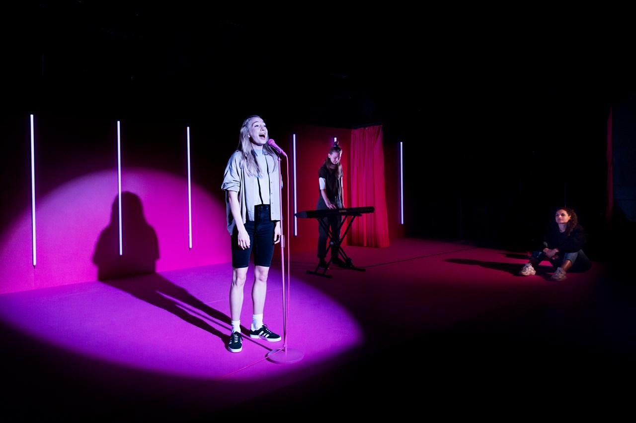 Manifest for skrøbelige autoriteter Aarhus Teater Foto Anna Marín Schram